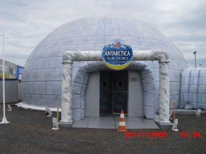 Exposição de Bar Feito de Gelo